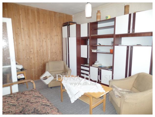 Eladó felújítandó lakás