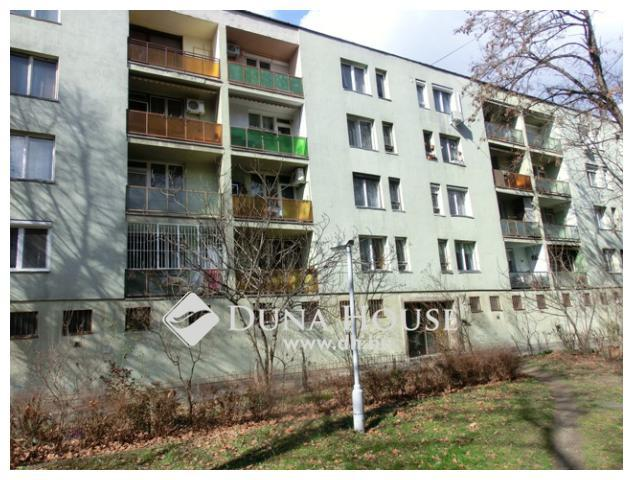 Eladó közepes állapotú lakás