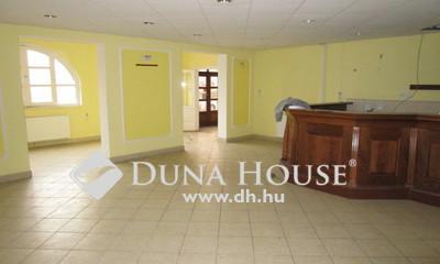 Eladó Ház, Komárom-Esztergom megye, Komárom, Központhoz közel