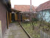 Eladó ház, Kecskemét, Vacsiközben frekventált helyen családi ház eladó