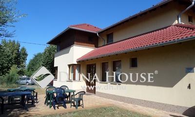 Eladó Ház, Bács-Kiskun megye, Kecskemét, Fürdő közelében 7 apartmanos panzió - Cserkeszőlő