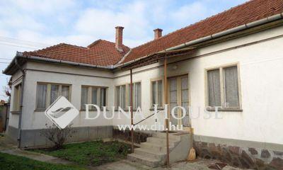 Eladó Ház, Jász-Nagykun-Szolnok megye, Jászberény, masszív 3 szobás tágas kockaház nagy telekkel