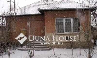 Eladó Ház, Bács-Kiskun megye, Kecskemét, Rendőrfaluban családi ház 780 nm.-es telken