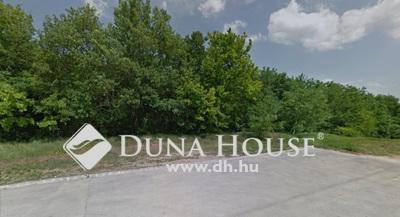 Eladó Telek, Budapest, 16 kerület, Lakóházakkal, belterülettel körülvett erdőrész