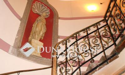 Eladó Lakás, Fejér megye, Székesfehérvár, Történelmi belvárosban felújított lakás vagy iroda