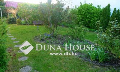 Eladó Ház, Budapest, 15 kerület, Stílusos, azonnal költözhető, 5 szobás kertes ház!