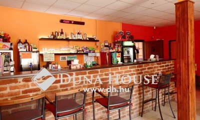 Eladó étterem, Győr-Moson-Sopron megye, Győrladamér, A templom közelében