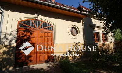 Eladó Ház, Bács-Kiskun megye, Kecskemét, Aszfaltozott utcában igényes családi ház