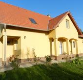 Eladó ház, Nagybajcs, Exkluzív 240m2-es családi ház eladó, nagy telekkel