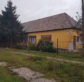 Eladó ház, Érd, Főútvonal menti saroktelken