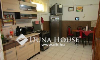 Eladó Ház, Bács-Kiskun megye, Kecskemét, Belváros peremén, 2 szintes, 4 szobás családi ház
