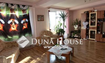 Eladó Ház, Bács-Kiskun megye, Kecskemét, Szeleifaluban 2004-ben épült, 4 szobás családi ház