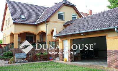 Eladó Ház, Bács-Kiskun megye, Kecskemét, Petőfivárosban nappali+5 szobás, duplagarázsos ház
