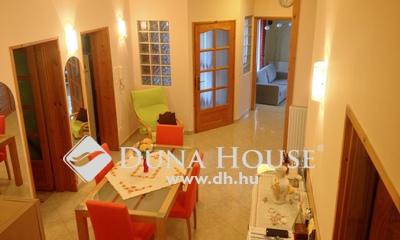 Eladó Ház, Győr-Moson-Sopron megye, Győr, Révfalu kedvelt utcájában igényes családi ház