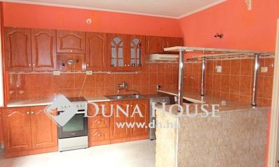 Eladó Ház, Pest megye, Nagykőrös, Nappali + 4 szobás családi ház