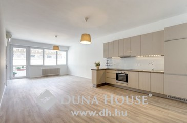 Eladó lakás, Budapest 5. kerület, A Ferenciek terénél, Bauhaus házban, erkélyes luxuslakás!