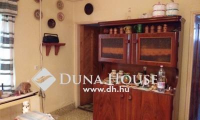 Eladó Ház, Jász-Nagykun-Szolnok megye, Jászberény, Sarok üzletház közelében