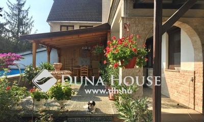 Eladó Ház, Komárom-Esztergom megye, Tata, 3 generációs ház, medencével