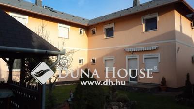 Eladó Ház, Budapest, 18 kerület, 2 családi ház + 4 lakás egy családi lakóparkban