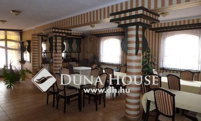 Eladó Szálloda, hotel, panzió, Zala megye, Keszthely, Balaton-part, 500 méterre a strand