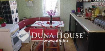 Eladó Ház, Pest megye, Veresegyház, 90 nm-es családi ház 3 szoba,több kis épület