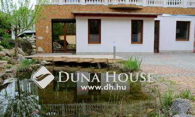 Eladó Lakás, Pest megye, Százhalombatta, Újszerű kertes házban 1+1 szobás kertkapcsolatos