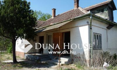 Eladó Ház, Pest megye, Újszilvás, Főút mellett - de csendes környéken