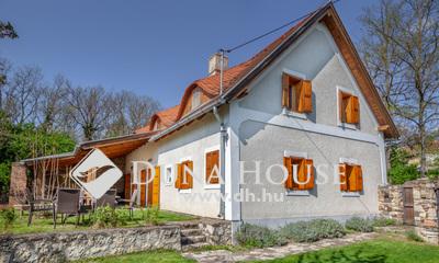 Eladó Ház, Veszprém megye, Köveskál, Falu határa, jó közlekedés