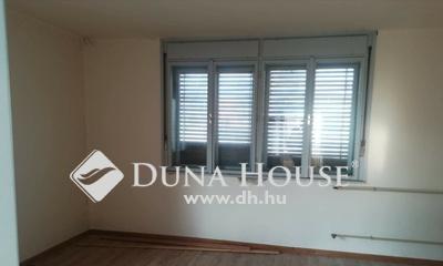 Eladó Ház, Jász-Nagykun-Szolnok megye, Jászberény, Buszmegálló környékén