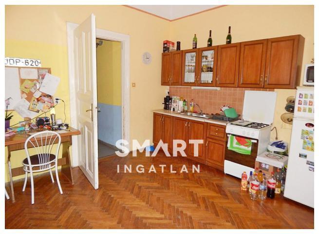Eladó Ház, Győr-Moson-Sopron megye, Győr, Nádorvárosban kertkapcsolatos ikerház