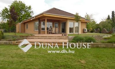 Eladó Ház, Bács-Kiskun megye, Kecskemét, Helvécia-Kadafalva között, modern családi ház