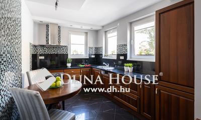 Eladó Ház, Bács-Kiskun megye, Kecskemét, Belvárosban exkluzív, nappali+3 szobás sorház
