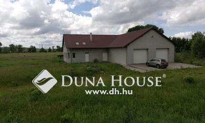 Eladó Ház, Fejér megye, Bicske, Külterületi, akár gazdaságként is hasznosítható