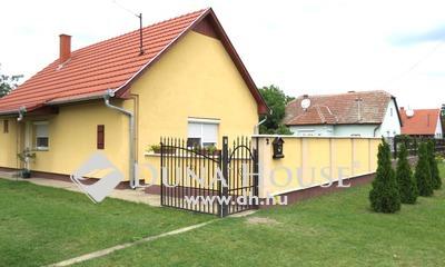 Eladó Ház, Bács-Kiskun megye, Kecskemét, Dobó István utca