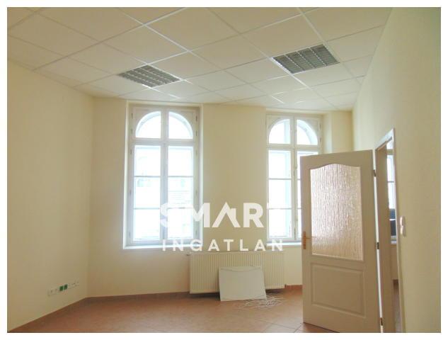Eladó Ház, Győr-Moson-Sopron megye, Győr, Belváros szívében részben felújított 4 lakásos ház