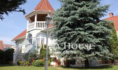 Eladó Ház, Bács-Kiskun megye, Kecskemét, Igényes családi ház parkosított telken