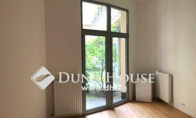 Eladó Lakás, Budapest, 6 kerület, V.emelet,2 szobás,teraszos