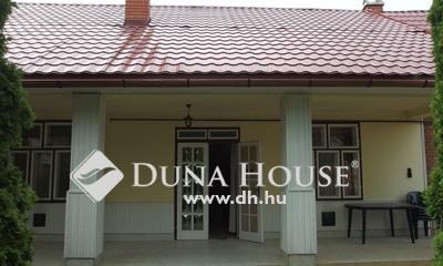 Eladó Ház, Bács-Kiskun megye, Kiskunfélegyháza, Téglaépítésű családi ház dupla garázzsal