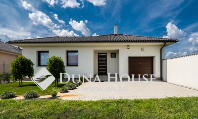 Kiadó Ház, Bács-Kiskun megye, Kecskemét, Új építésű nappali+3 szobás minimál ház
