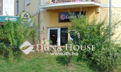 Eladó üzlethelyiség, Komárom-Esztergom megye, Tatabánya, Modern lakótelep központjában