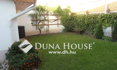 Eladó Ház, Bács-Kiskun megye, Kecskemét, Belváros szélén, 1+3 szobás kis kertes ház