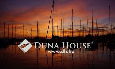 Eladó Ház, Veszprém megye, Balatonkenese, Közvetlen vízparti nyaraló