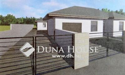 Eladó Ház, Szabolcs-Szatmár-Bereg megye, Nyíregyháza, Orosi út melletti aszfaltozott utcában.