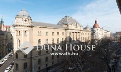 Eladó Lakás, Budapest, 5 kerület, Részleges panoráma a Parlament kupolájára