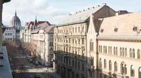 Eladó lakás, Budapest 5. kerület, Részleges panoráma a Parlament kupolájára
