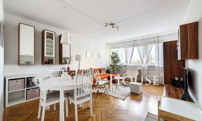 Eladó Lakás, Budapest, 15 kerület, Központi, de mégis csendes és családias.