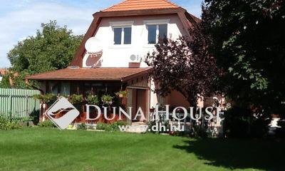 Eladó Ház, Pest megye, Tura, A Turai kastély közelében, csendes utcában.