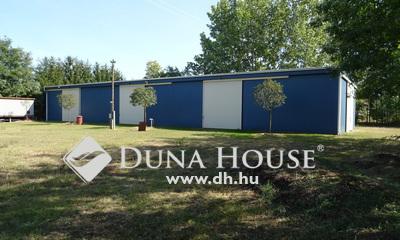 Eladó Ipari ingatlan, Bács-Kiskun megye, Felsőlajos, Könnyen megközelíthető helyen - 400 m2 CSARNOK