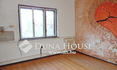 Eladó Ház, Hajdú-Bihar megye, Debrecen, 3 szobás, felújítandó házrész.