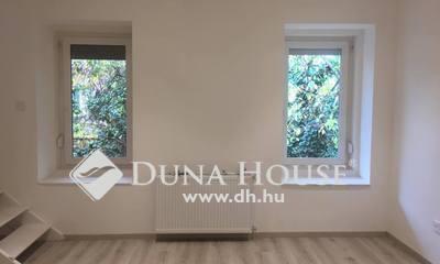Eladó Lakás, Pest megye, Budaörs, Templom tér - belső két szint 5 szoba 2 fürdő